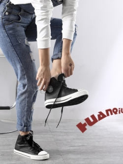 รองเท้าหนังเกาหลีทรงสูง แต่งขอบลายเส้น มี3สี