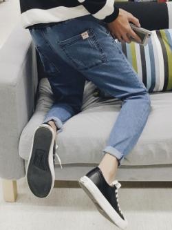 กางเกงยีนส์ขายาวเกาหลี เข้ารูปขาเดฟ แต่งกระเป๋าด้านหลัง มี2สี