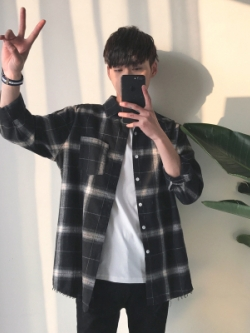เสื้อเชิ้ตแขนยาวเกาหลี ลายตารางสก็อต ทรงหลวม มี2สี