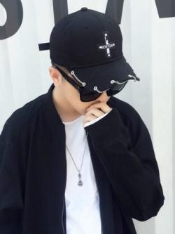 หมวกแก็ปเกาหลี แต่งรูปไม้กางเขนด้านหน้า มี2สี