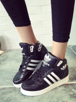 Pre Order รองเท้าผ้าใบแฟชั่นคลาสสิก แต่งลายคาด ข้อสูง สไตล์วอลเลซ มี2สี