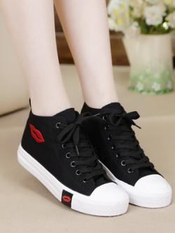 รองเท้าผ้าใบทรงสูงเกาหลี แต่งรูปปากเซ็กซี่ด้านข้าง มี3สี