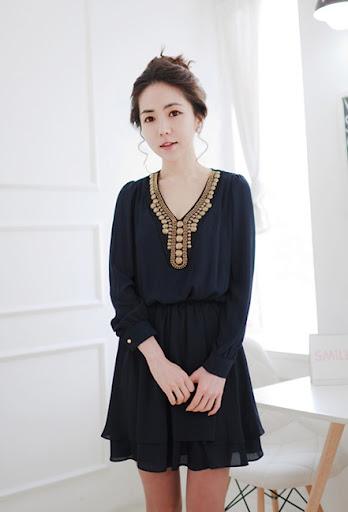 korea brand *พร้อมส่ง*เดรสผ้าชีฟองกรมท่าแต่งผ้าตาข่ายและลูกปัดที่คอเสื้อ จั๊มพ์ช่วงเอว มีซับใน