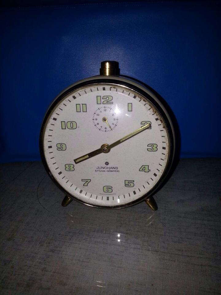 S0451 นาฬิกาปลูก Junghans Trivox Silentic เดินดีปลุกดีครับ (ราคารวมค่าส่งแล้วครับ ซื้อหลายชิ้นสามารถลดได้ครับ :))