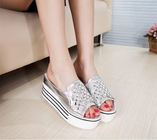Pre Order รองเท้าแตะแบบสวมส้นสูง แฟชั่นเกาหลี ดีไซน์สวยแต่งคริสตัส มี2สี