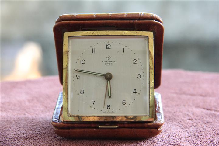T0718 นาฬิกาปลูก Junghans Bivox ตลับหนัง สวยมาก เดินดีปลุกดี ส่ง EMS ฟรี