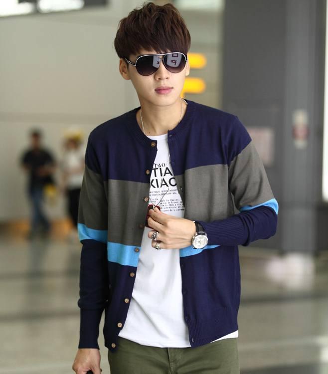 Pre Order เสื้อคาร์ดิแกนผู้ชาย สไตล์เกาหลี แขนยาวคอกลมลายทาง แต่งสลับสี มี2สี