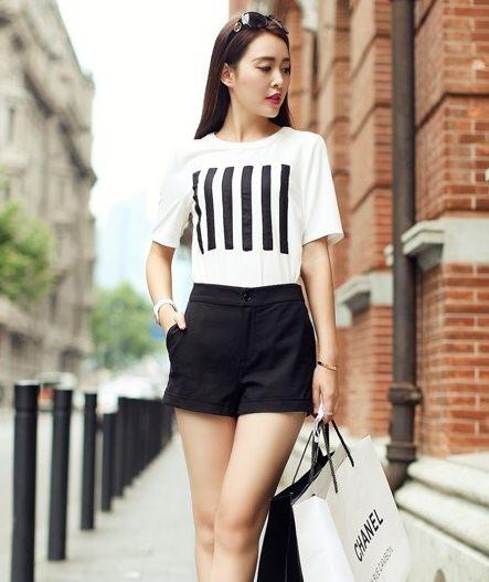 PreOrderไซส์ใหญ่ - เซตคู่เสื้อกางเกงขาสั้น ไซส์ใหญ่ คนอ้วน เสื้อยืดสีขาว พิมพ์ลายเส้นสีดำที่หน้าอก กางเกงขาสั้นสีดำ ลำลองสบาย ๆ
