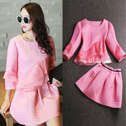 Mido ++สินค้าพร้อมส่งค่ะ++ ชุดแฟชั่นเซ็ทเกาหลี เสื้อคอกลม แขนห้าส่วน แต่งผ้าระบายด้านหน้าเก๋+กระโปรงสั้นน่ารัก – สีชมพู