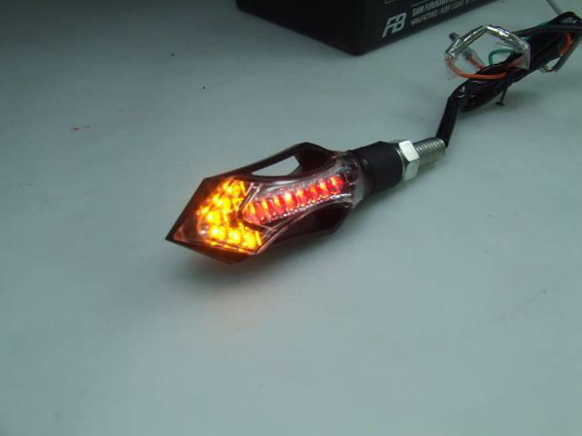 ไฟเลี้ยวแต่ง แบบไฟเลี้ยวลูกศร (รุ่นไฟหรี่ ไฟเบรค สีแดง ไฟเลี้ยวสีเหลือง) สีแดง R+Y