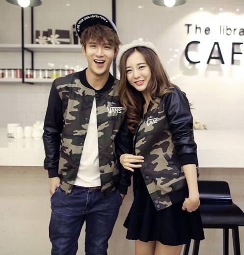Pre Order เสื้อแจ็คเก็ตคู่รักเกาหลี เสื้อแขนยาวแนวเบสบอล ลายพราง ปักลาย VANS สีตามรูป
