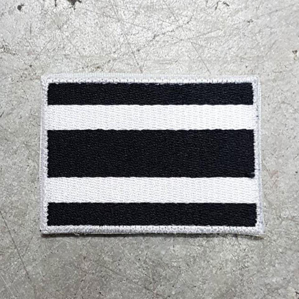 อาร์มธงชาติ ขาว-ดำ เล็ก ขนาด 5x7.5 CM. ตีนตุ๊กแก