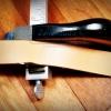 ที่ตัดหนังเป็นเส้นแบบโลหะ สำหรับงานตัดสายเข็มขัด สายสะพาย มีใบมากับตัว 2 ใบ แถมใบเพิ่มอีก 4 ใบ