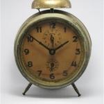 U758 นาฬิกาปลูกโบราณ Jungans เดินดีปลุกดี ส่ง EMS ฟรี