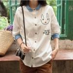 Pre Order เสื้อเชิ้ตสีขาวผู้หญิงสไตล์ญี่ปุ่น แต่งคอปกสีน้ำเงิน ปักลายกระต่ายน้อยน่ารัก สีตามรูป