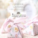 ของชำร่วย กล่องของชำร่วยงานแต่งงาน งานมงคลต่างๆ กล่องกระดาษทรง3เหลี่ยมผูกโบว์มีพร้อมป้ายห้อยเก๋ๆ ลายดอกไม้สีฟ้าและสีชมพูค่ะ