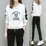 Pre Order ชุดวอร์มแฟชั่นเกาหลี เสื้อคอกลมแขนยาวสกรีนลาย+กางเกงขายาวแต่งแถบข้าง มี2สี