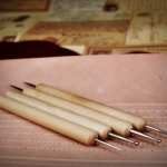 ตัวย้ำร่อง สำหรับฝังด้ายเทียน ตัวขีดหนังฟอกฟาด ใช้ลอกลายสำหรับงานตอกหนัง ยกชุด 4 อัน 7 หัว 7 ขนาด