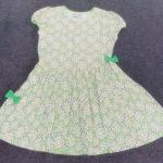 GD-291 (10-12Y,12-14Y) ชุดเดรส Jam Marilyn สีเขียวอ่อน ลายดอกขาว-เหลือง ตัดต่อกระโปรงเฉียง 2 ชั้น เจาะกระเป๋าข้าง กุ้นริมเขียวอ่อน ติดโบว์เขียวเข้ม