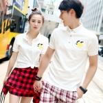 Pre Order เสื้อโปโลคู่รักแฟชั่นเกาหลี แขนสั้นแต่งคอปก สีขาว ปักลายที่หน้าอก