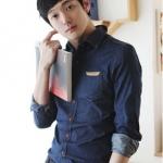 Pre Order เสื้อเชิ้ตผู้ชายแขนยาว แนวเกาหลี กระดุมเสื้อสีน้ำตาล แต่งขอบบนกระเป๋า