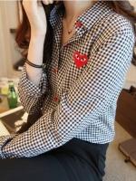 Pre Order เสื้อเชิ้ตแขนยาว ลายสก๊อตสีดำ หัวใจ Play ดีไซน์กระดุมสีแดง สีตามรูป