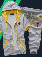 Pre Order ชุดออกกำลังกายเกาหลี เสื้อแขนสั้น มีฮู้ด ปักลายตัวอักษร M+กางเกงขาสามส่วน มี4สี