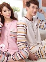 Pre Order ชุดนอนคู่รักแฟชั่นเกาหลี เสื้อแขนยาว แต่งกระดุมหน้า พิมพ์ลาย+กางเกงขายาวลายขวางสลับสี