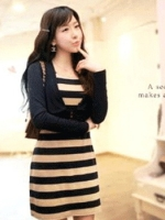 ++ สินค้าพร้อมส่งค่ะ++ ชุดเดรสแฟชั่นเกาหลี เดรสแขนยาว แต่งเหมือนเสื้อสูทเป็นเสื้อคลุมตัดต่อผ้าพิมพ์ลายขวาง - สีดำ