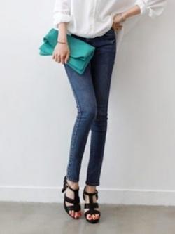 *** พร้อมส่ง *** กางเกงยีนส์ สีน้ำเงิน ขายาว ทรงดินสอ ดีไซน์กระเป๋าหลัง
