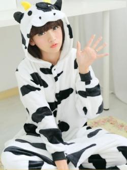 ชุดนอนเกาหลี แขนยาว ขายาว ผ้ากำมะหยี่หนา น้องวัวขาว มีฮู้ด+รองเท้าน่ารัก