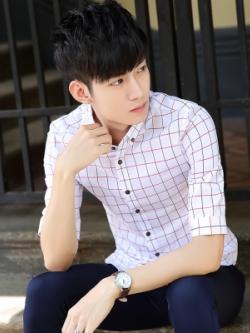 เสื้อเชิ้ตแขนห้าส่วนเกาหลี แต่งลายตารางเล็กทั้งตัว มี2สี