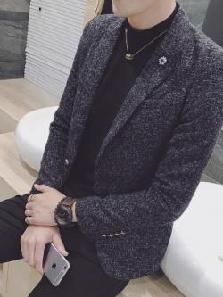 เสื้อสูทสีเทาเข้มแขนยาว แต่งคอปกเสื้อ แนวเกาหลี