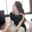 TOTO ++สินค้าพร้อมส่งค่ะ++ ชุดเสื้อตัวยาวเกาหลี แขนเต่อ ดีไซด์เปิดไหล่ แต่งสร้อยเกี่ยวระหว่างเสื้อชิ้นหน้ากับหลัง – สีดำ thumbnail 1