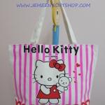 กระเป๋าสะพายข้าง คิตตี้ kitty ขนาดกว้าง 10 ซม. * ยาว 42 ซม. * สูง 30 ซม. สีขาวริ้วชมพู ลายคิตตี้ยืนอุ้มหมี