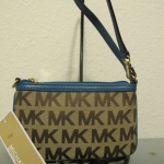กระเป๋าคล้องแขน MICHAEL KORS LOGO SAFFIANO BROWN/BLUE MEDIUM WRISTLET