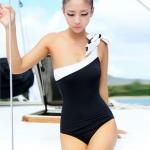 【พร้อมส่ง XL】SB1008 ชุดว่ายน้ำวันพีช เบสิคเซ็กซี่ ดำขาว แขนพาดบ่า