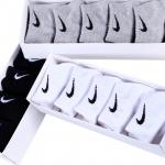 ถุงเท้าแบบสั้น ยี่ห้อ Nike ยกกล่อง