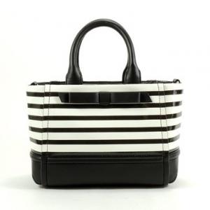 สินค้าอยู่ USA : กระเป๋า Kate spade WKRU2737 GIGI/ CHELSEA PARK PATENT STRIPE /BLACK & CREAM/ CROSSBODY