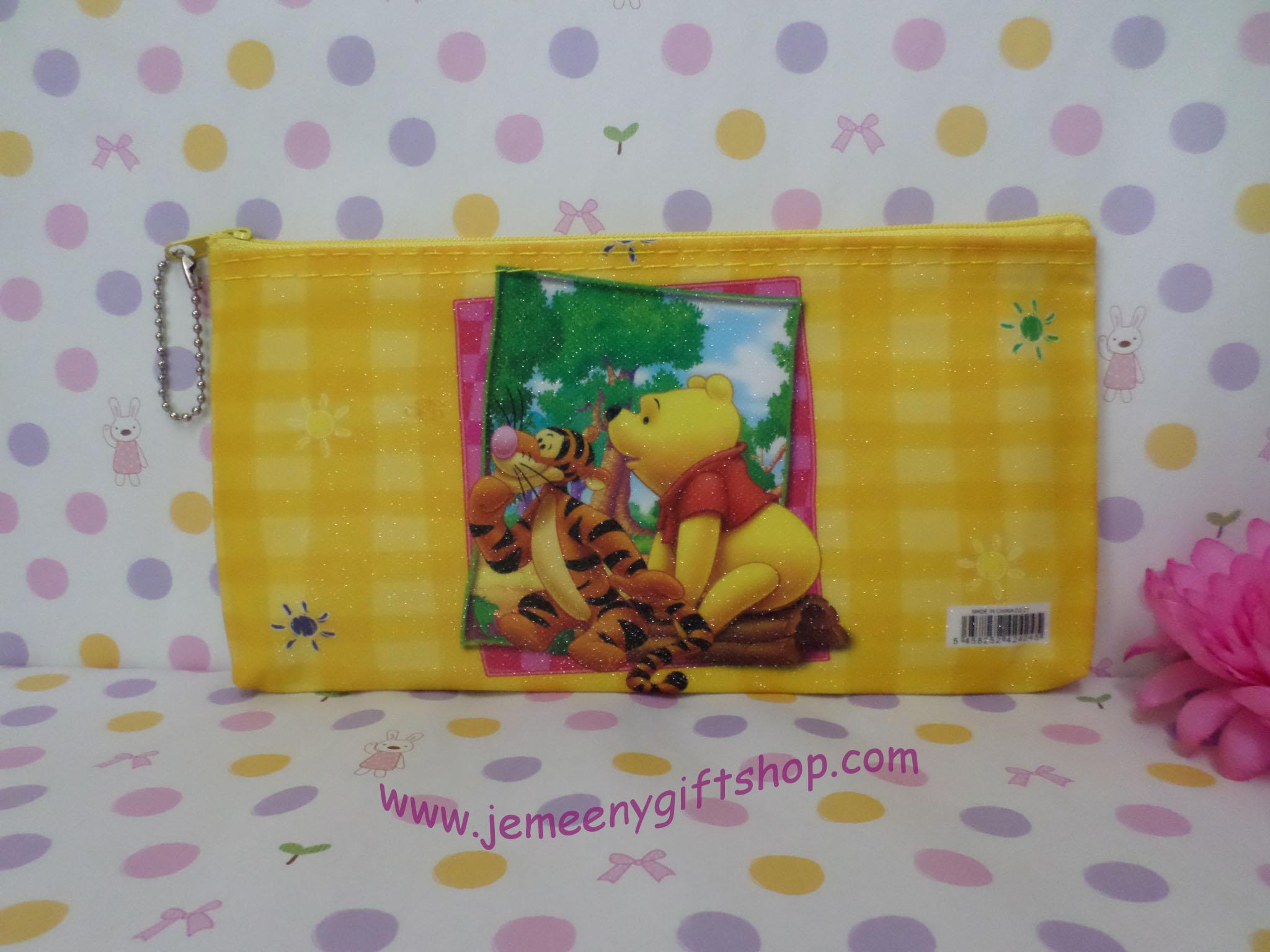กระเป๋าใส่ดินสอปากกา หมีพูห์และเพื่อน Pooh ขนาดยาว 21 ซม.* สูง 11 ซม. ลายหมีพูห์ สีเหลือง