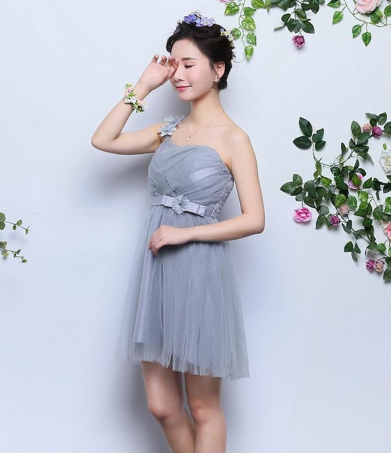 ชุดเพื่อนเจ้าสาวผ้าโปร่งตาข่ายคลุ่มไหล่สีเทา เอวประดับโบดอกไม้