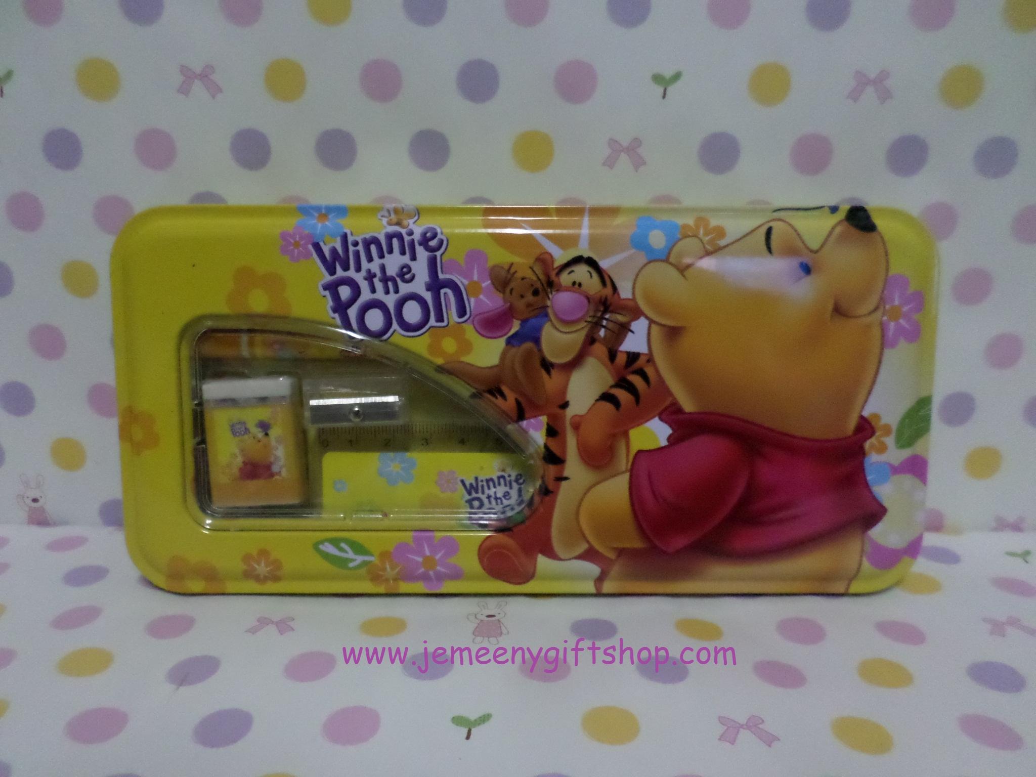 กล่องดินสอเหล็ก หมีพูห์ pooh ขนาดกว้าง 10 ซม. * ยาว 21 ซม. ลายหมีพูห์ สีเหลือง