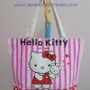 กระเป๋าสะพายข้าง ฮัลโหลคิตตี้ Hello kitty ขนาดกว้าง 10 ซม. * ยาว 42 ซม. * สูง 30 ซม. สีขาวริ้วชมพู ลายคิตตี้ยืนอุ้มหมี