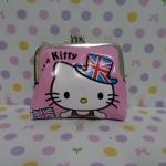 กระเป๋าใส่เศษสตางศ์ใบกลาง ฮัลโหลคิตตี้ Hello kitty ขนาดยาว 10 ซม. * สูง 8 ซม. พิมพ์ลายคิตตี้หมวกธงชาติอังกฤษ พื้นสีชมพูอ่อน