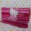 กระเป๋าสตางศ์ทรงยาว ฮัลโหลคิตตี้ Hello Kitty ขนาดยาว 7.5 นิ้ว x สูง 4 นิ้ว ลายคิตตี้ยืนโบว์ชมพู ซิปรอบพร้อมสายคล้องข้อมือ thumbnail 5